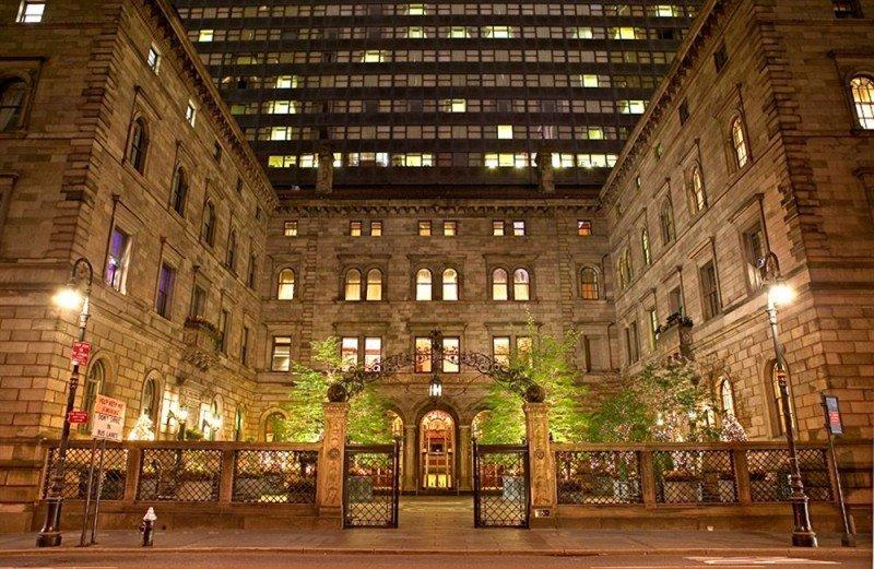 Un grupo coreano compra el New York Palace por 720 M €