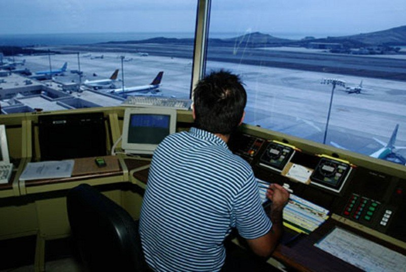 La puntualidad aérea roza el 100% pese a los paros de controladores, según Pastor