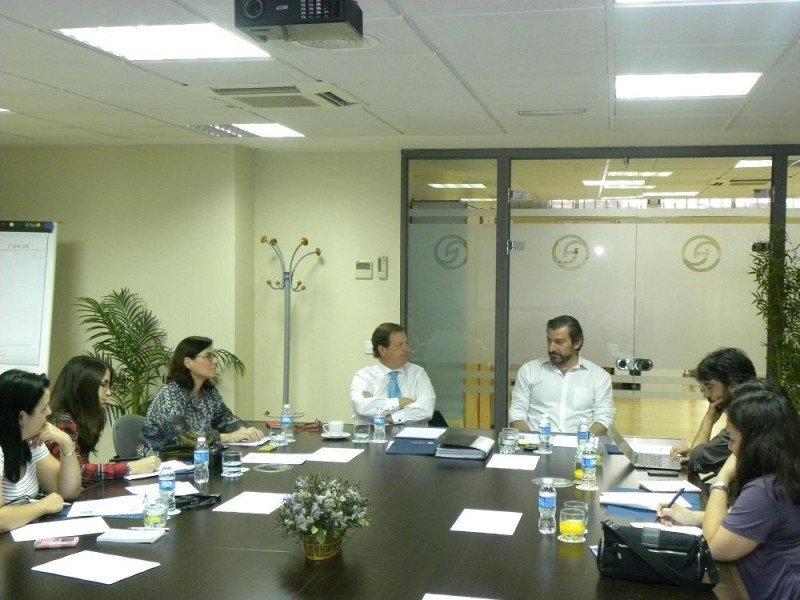 De izq. a dcha, Ramón Estalella y Fernando Otero presentan el Proyecto EQUOTEL a la prensa.