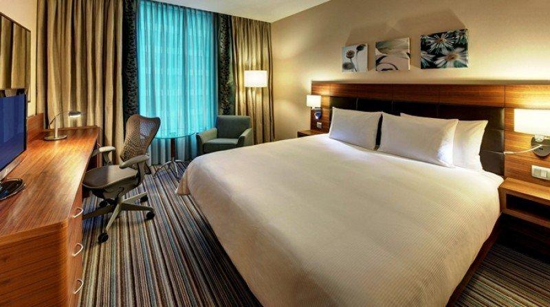 El Hilton Garden Inn Málaga cuenta con 155 habitaciones, centro de negocios, tres salas de reuniones, fitness center y piscina.