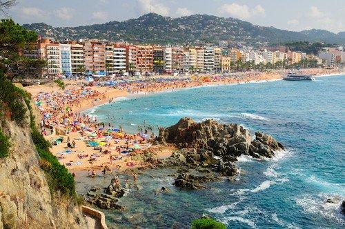 Entre enero y mayo nos visitaron un 5,1% más de turistas que hace un año, con Cataluña como destino más beneficiado. #shu#