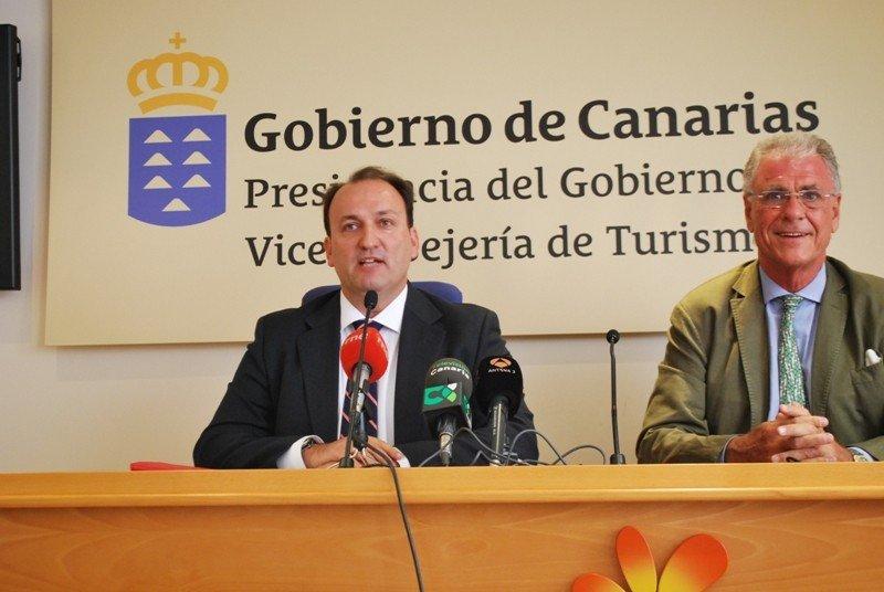 Ricardo Fernández de la Puente Armas y José Luis Zoreda, en la presentación del informe Impactur Canarias 2014.