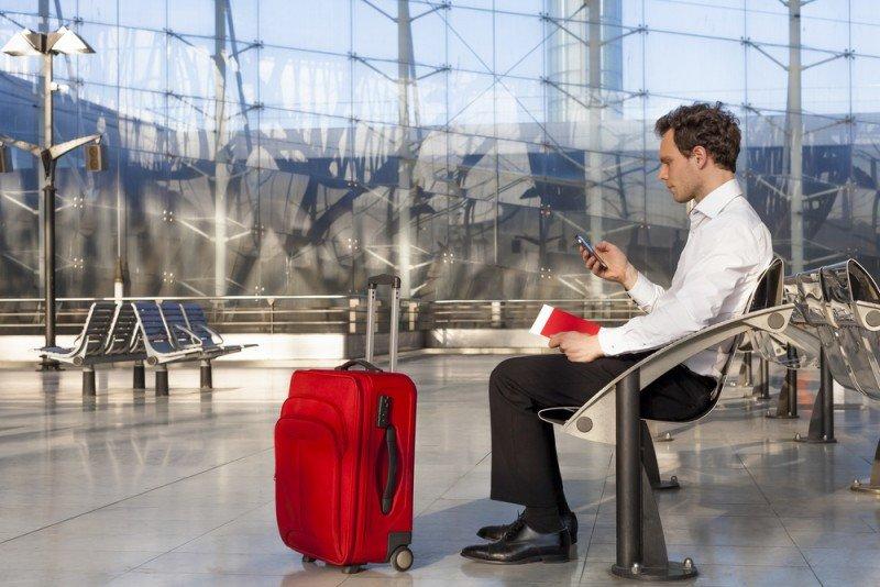 Más de 3,1 billones de viajeros pasan por los aeropuertos cada año, con una media de 150 minutos de permanencia. #shu#