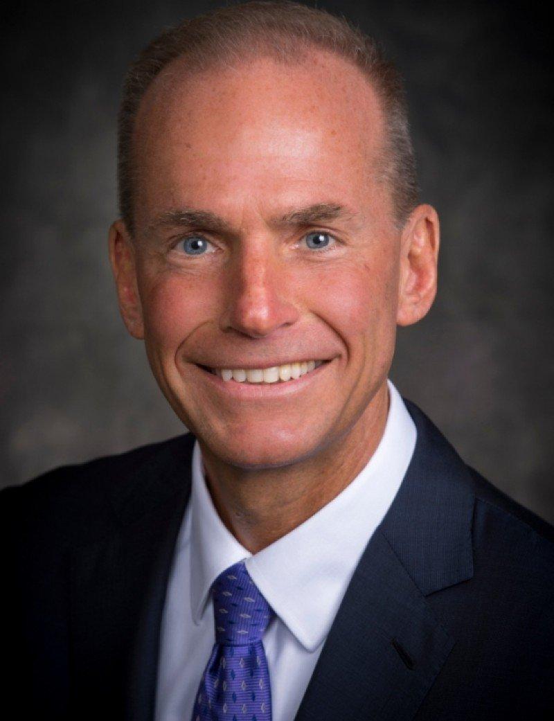 Boeing nombra nuevo CEO a Dennis Muilenburg
