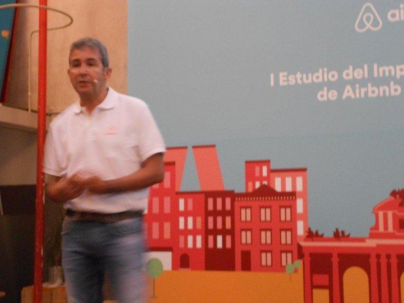 """Arnaldo Muñoz, director general de Airbnb Marketing Services España, aboga por """"desterrar ya el mito de que los propietarios que anuncian sus casas en Airbnb no pagan sus impuestos'."""
