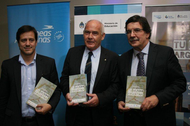 Mariano Recalde (presidente de Aerolíneas Argentinas); Enrique Meyer (Ministro de Turismo); Alberto Sileoni (Ministro de Educación).