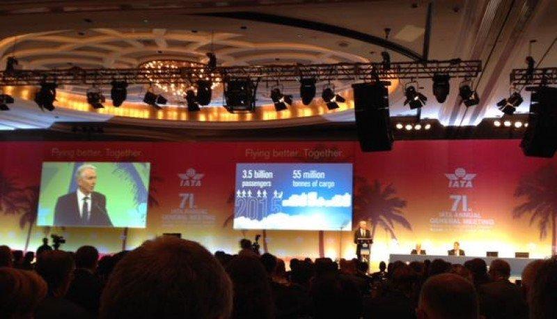 Tony Tyler en la Asamblea General de la IATA en Miami.