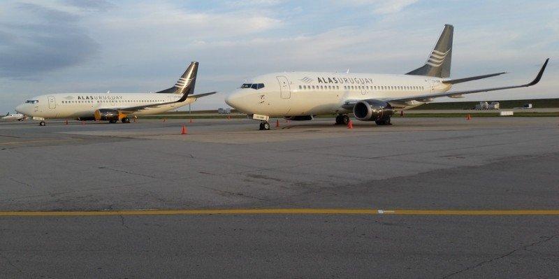 Aviones de Alas Uruguay en el aeropuerto de Carrasco. Foto: Ratones de Hangar.