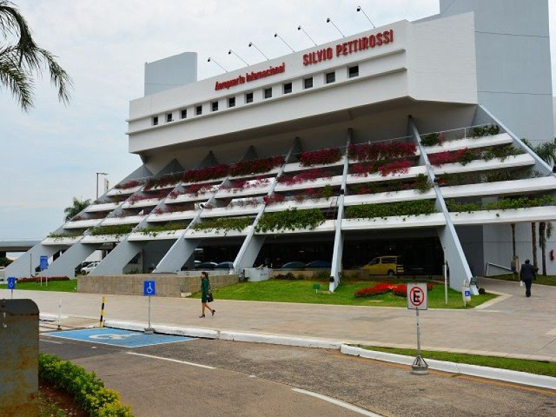 Aeropuerto Internacional Silvio Pettirossi en Asunción.