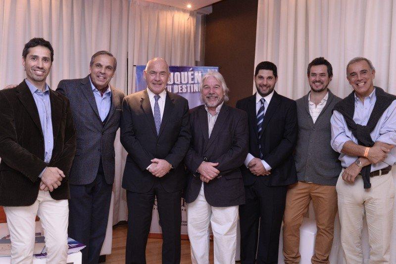 El ministro de Turismo de la Nación , Enrique Meyer, junto al gobernador de Neuquén, Jorge Sapag, dieron inicio a la temporada invernal de esa provincia.