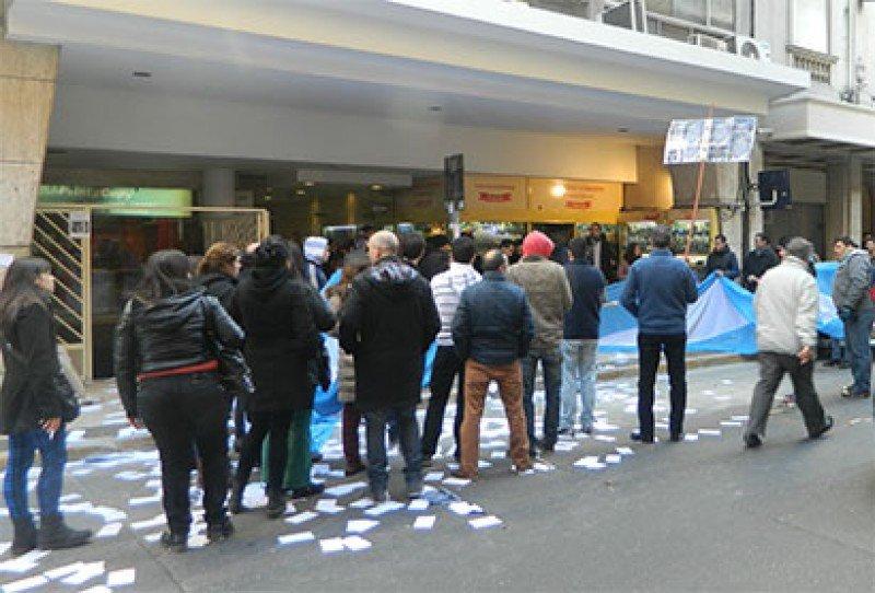 Trabajadores de agencias sin respuestas a 24 hs de la movilización a FAEVYT. (Foto: La Tercera Posición).