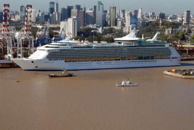 Uruguay pedirá a Argentina 'flexibilidad' de tarifas portuarias para turismo.