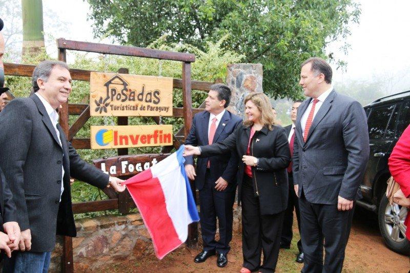 El presidente Horacio Cartes participó de la apertura de la Posada La Fogata.