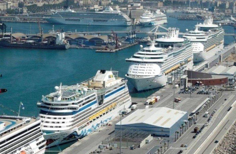 El Puerto de Barcelona mantiene su liderazgo y concentra la cuarta parte del tráfico total.