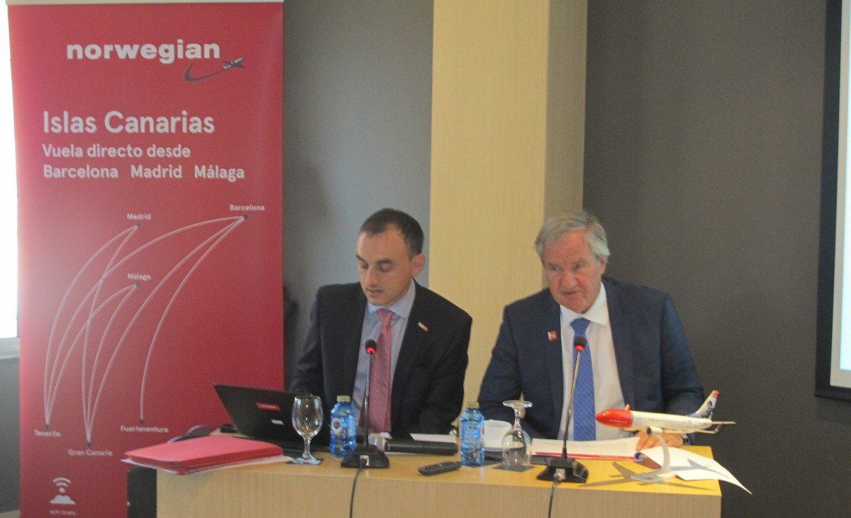 Alfons Claver, responsable de Comunicación, y  Bjørn Kjos, fundador y consejero delegado de Norwegian.