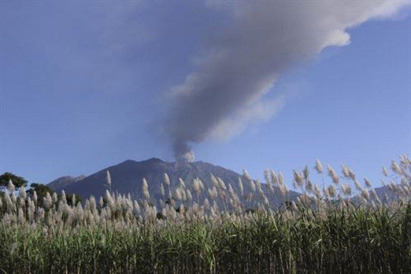 El volcán Raung lleva varios días activo (Foto: Reuters).