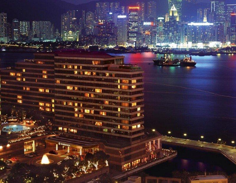 El InterContinental Hong Kong, de 5 estrellas y con 503 habitaciones, está situado en el paseo marítimo de Kowloon, con vistas al puerto de la Victoria.