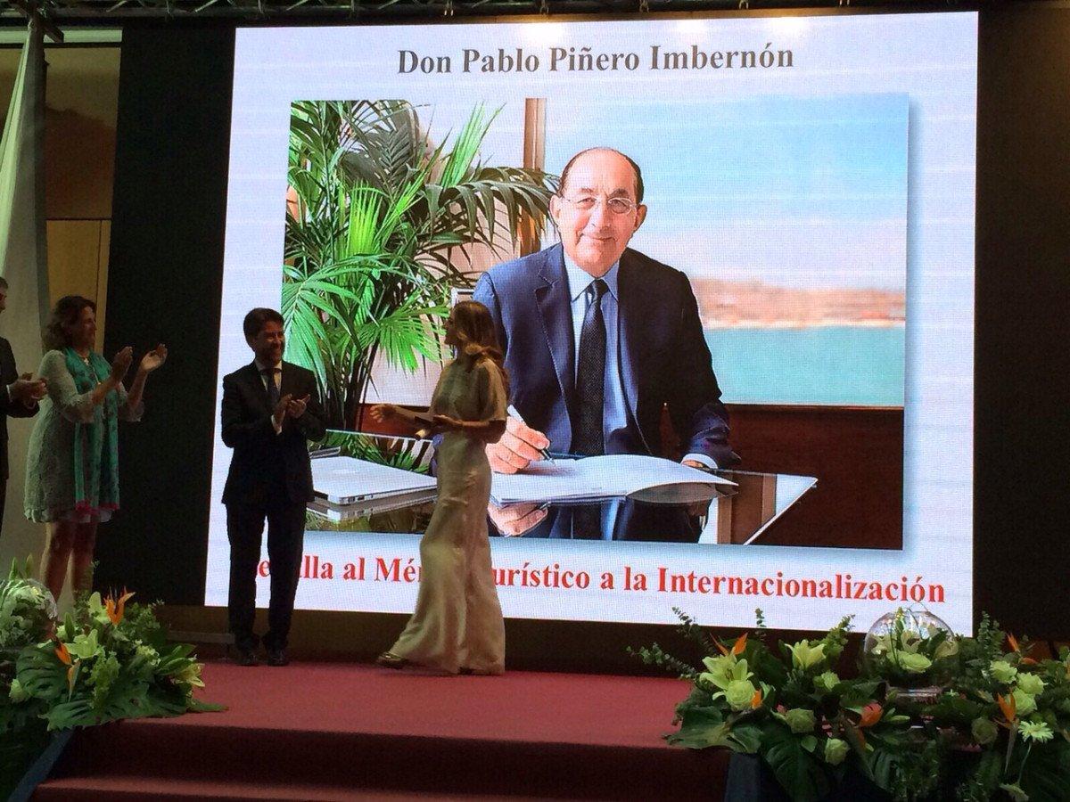 Isabel Piñero, hija del fundador del grupo, Pablo Piñero, fue la encargada de recoger el reconocimiento.