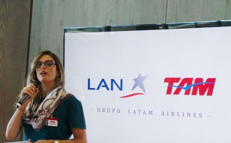 Claudia Sender, presidenta de TAM, firma el comunicado en el que se expresa que 'el contexto económico difícil en Brasil' (...) 'impone la necesidad de ajustes sin perjudicar a los pasajeros'.