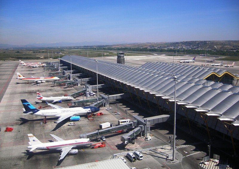 Imponen a Aena una bajada del 1,9% de las tarifas aeroportuarias para 2016