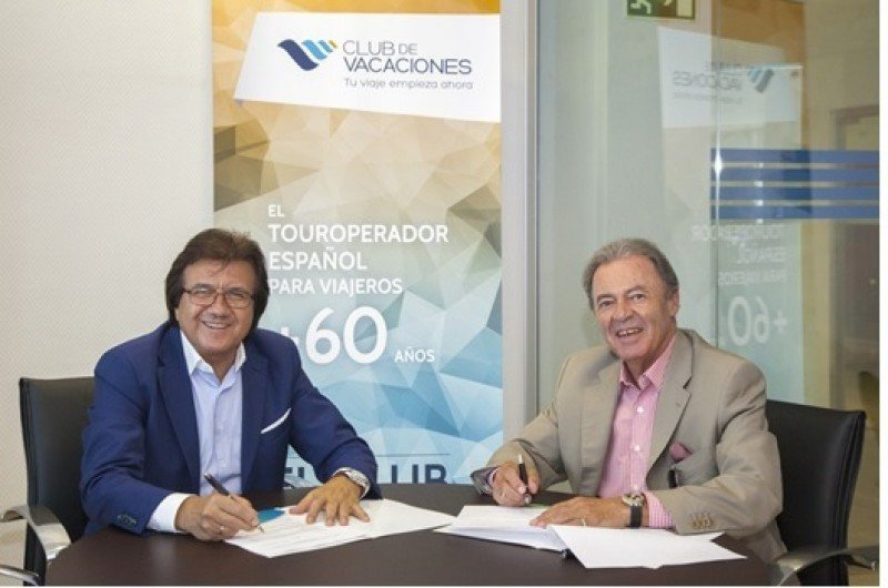 (De Izda. a Dcha.) Luis Mata, Director General Comercial de Club de Vacaciones y José Luis Prieto, Presidente de UNAV.