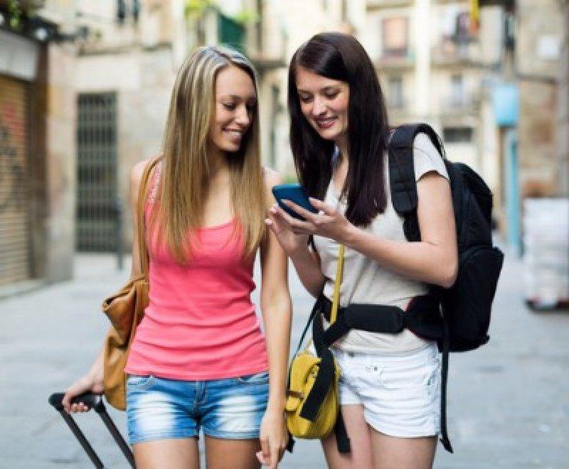 El 67% de los viajeros conectados utiliza su smatphone para ver qué hacer en el destino. #shu#