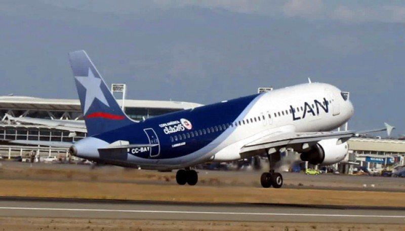 Aviones de la compañía llevaron el logo del torneo.