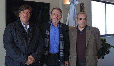 Izq a der: Fabricio Di Giambattista (Presidente FAEVYT); Eduardo Habif (Broker de Seguros) y Francisco Franco (Gerente Líneas Industriales de Allianz).