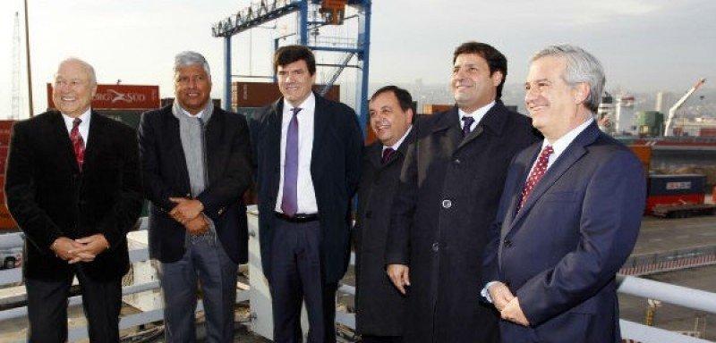 Ministro de Transportes, alcalde y autoridades acompañaron la firma de convenio entre VTP y Puerto Valparaíso.