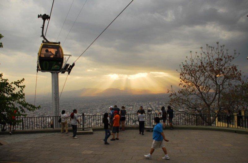 El teleférico de Salta transportó más de 15.000 turistas en diez días.