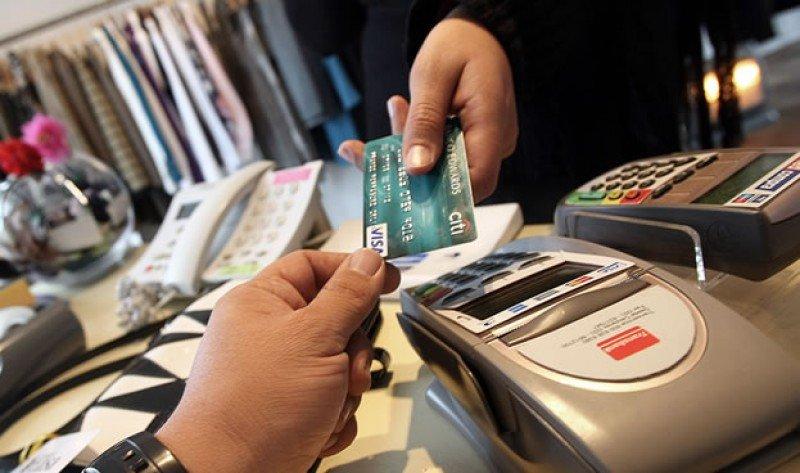 Extranjeros en Chile gastan con tarjeta US$ 1.117 millones el primer semestre.