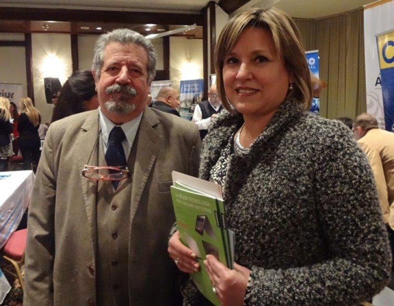 Giorgio Valenti, presidente de AUDAVI, y la directora de Turismo de Montevideo, Elizabeth Villalba.