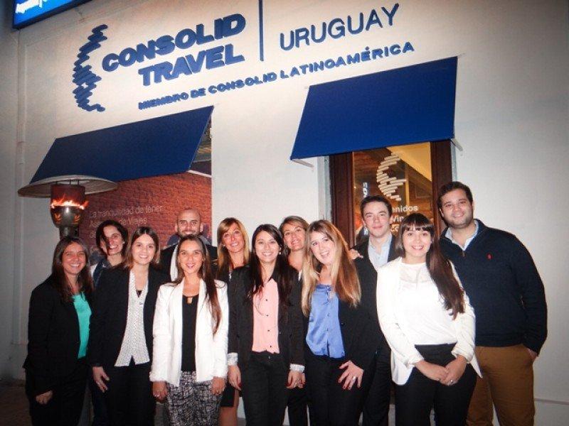 Equipo de Consolid en la nueva sucursal de Punta Carretas.
