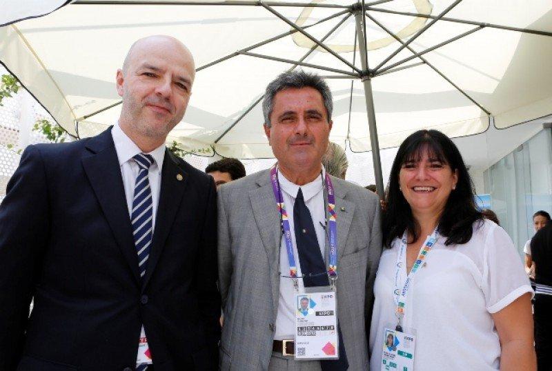 Comisario general del pabellón de Uruguay, Antonio Carámbula; directora del pabellón de Uruguay en Expo Milán, Soledad Eguren y Comisario General de Expo Milán, Bruno Pasquino.
