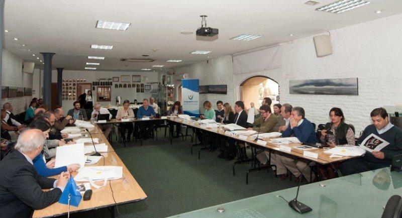 Responsables departamentales de turismo de todo el país se reunieron con las autoridades del Ministerio para comenzar a trabajar en la gestion 2015-2020. Foto: Ministerio de Turismo