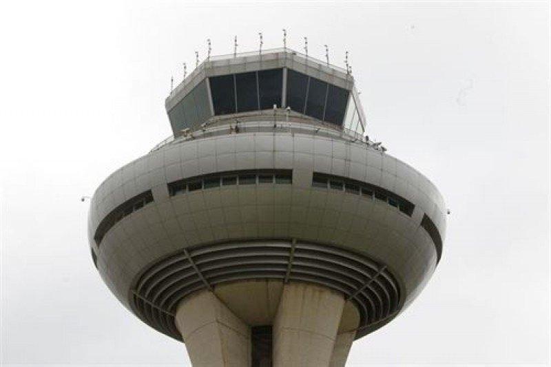 Los controladores aéreos no convocarán paros en agosto