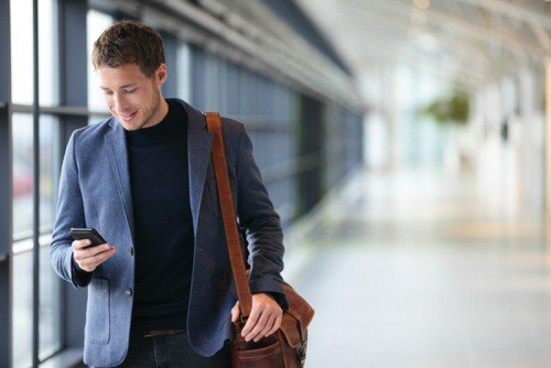 Las apps para dispositivos móviles pueden guiar al pasajero a través del aeropuerto. #shu#