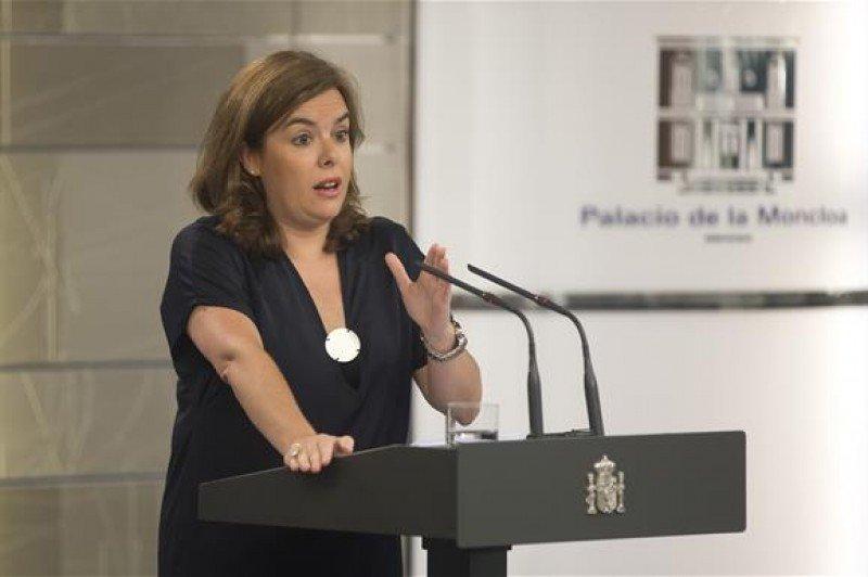 La vicepresidenta del Gobierno, Soraya Sáenz de Santamaría, durante la rueda de prensa ofrecida en La Moncloa tras la reunión preparatoria de la presentación de los Presupuestos 2016.
