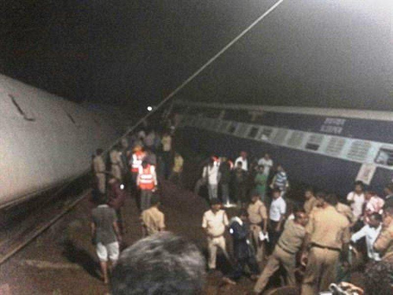 Al menos 28 muertos por el descarrilamiento de dos trenes en el norte de India