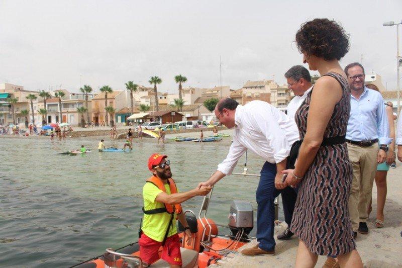 El presidente de la Región de Murcia, Pedro Antonio Sánchez, en la visita a uno de los puestos de vigilancia del Plan Copla 2015 en Los Alcázares.