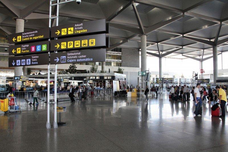 El gestor aeroportuario cumple seis meses por encima de los 104 euros por título. #shu#