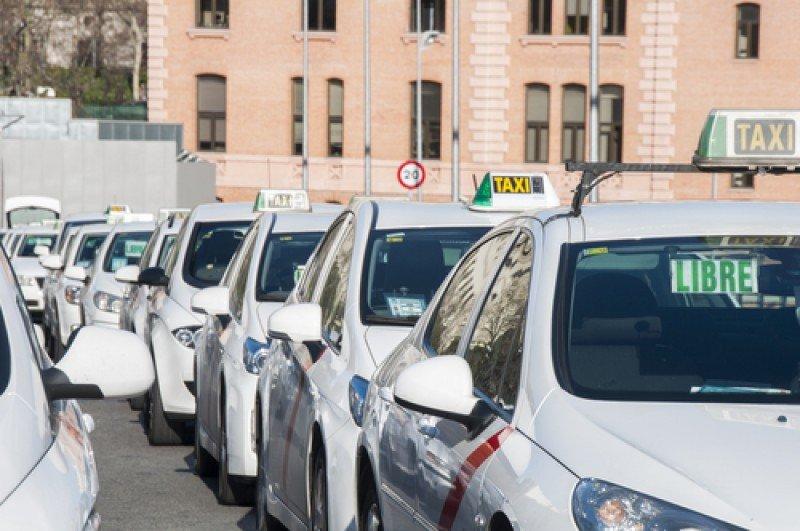 Facua ha analizado las tarifas de taxi en 45 ciudades españolas. #shu#