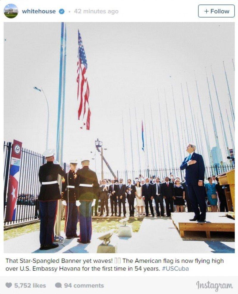 La bandera de EEUU vuelve a ondear en la embajada de La Habana, tras 54 años de ausencia.