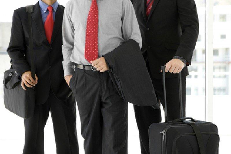 Hacienda insta a los altos directivos del sector público a viajar en turista. #shu#