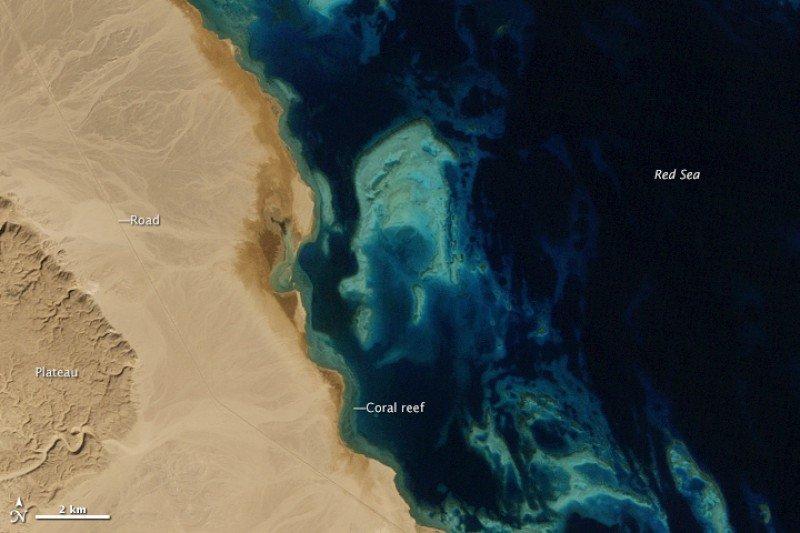 El Gouna, Egipto, fotografiada desde el espacio en 1985. Foto: NASA. CLICK PARA AMPLIAR IMAGEN.