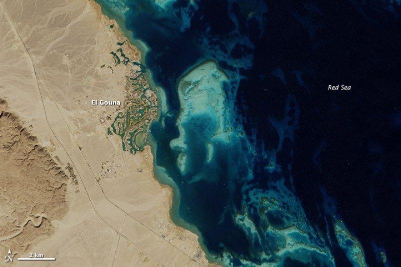 El Gouna, Egipto, fotografiada desde el espacio en 2014. Foto: NASA. CLICK PARA AMPLIAR IMAGEN.