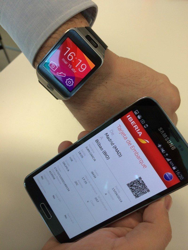 Tarjeta de embarque en el smartphone, sincronizada con un reloj inteligente.
