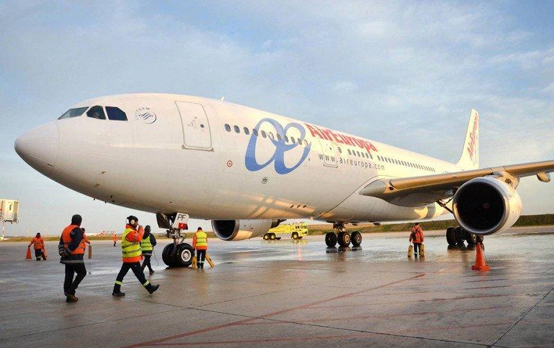 Air Europa continuará incorporando tripulantes de cabina uruguayos en sus Airbus.