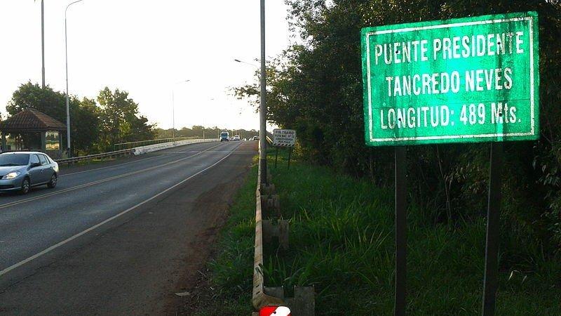Récord de tránsito en puente internacional que une Iguazú-Foz do Iguazú.