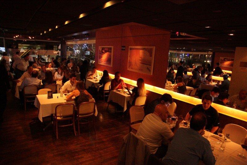Las propinas en restaurantes de Brasil seguirán siendo opcionales.